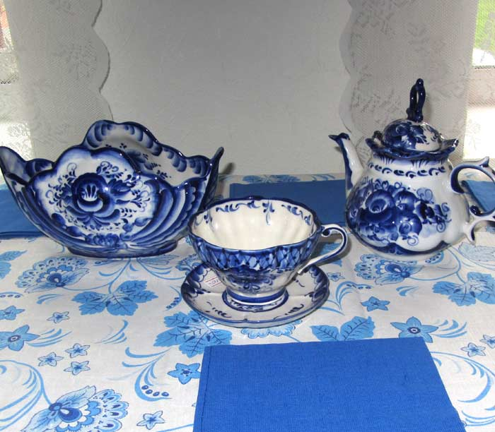 Russian Gzhel tableware