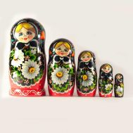 Nesting Doll White Deasies, fig. 1