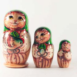 Matryoshka Cats with Hen, fig. 1